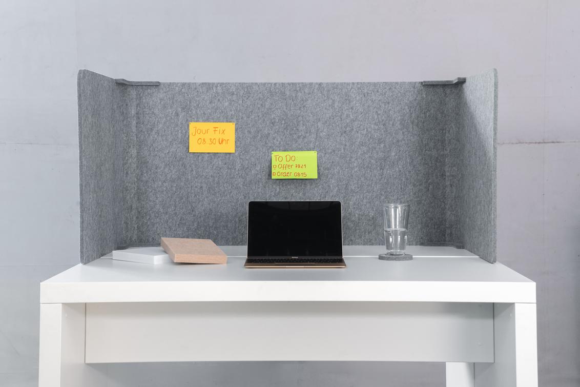Der Akustik Schreibtischabsorber optimiert die Raumakustik