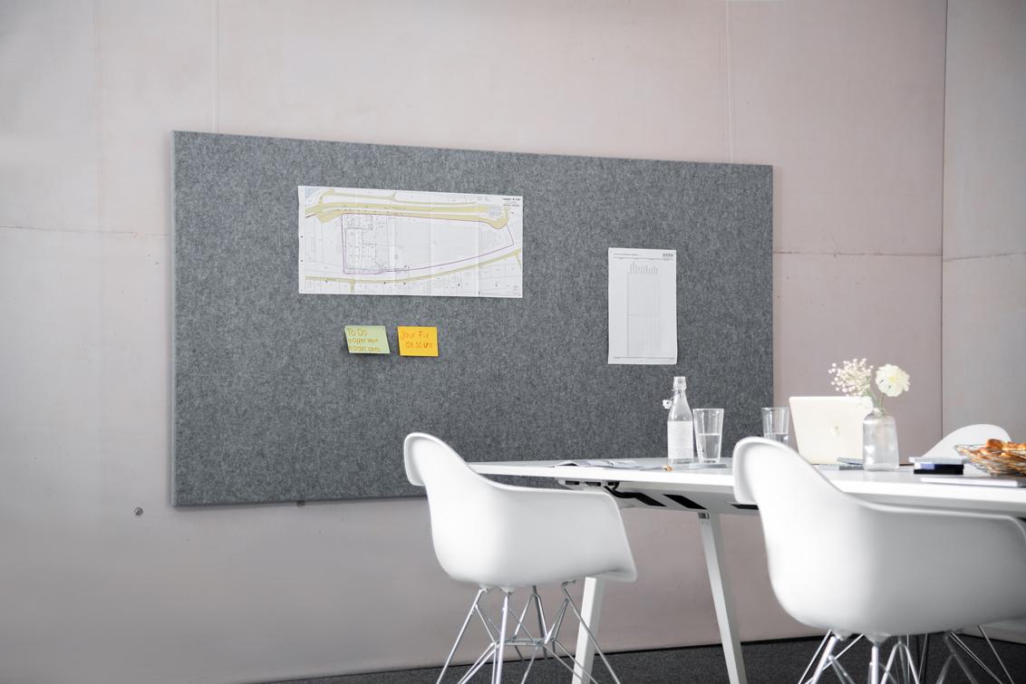 Eine individuelle Akustikwand reduziert den Lärm im Büro